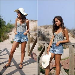 Laura Pla Cataluña - Pull & Bear Shorts, Oysho Sandals - Let's go to the beach