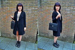 Sharrel Veenstra - Vintage Lp Bag, H&M Trenchcoat, Monki Crop Top, Dr. Martens, Forever 21 Leather Skirt - Back to School.