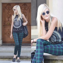 Faye S. - Vesst Tartan/Plaid Pants, Anti Life Muscle Tee, Diy Necklace, Unif Hellraisers - Can you fix the broken?