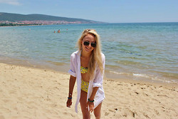 Chloe Walker - Bershka White Shirt, Topshop Floral Bikini - Sunshine and Sand