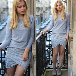 Jille Pille - Y.A.S. Wraped Skirt, Zara Statement Necklace, Isabel Marant Dicker Boots - All Grey