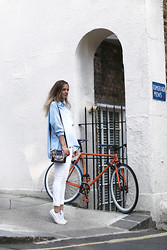 Laura Hayden - Marina London Shirt, Levi's® Demi Curve White Jeans, Converse, The Kooples Bag - MARINA x LONDON