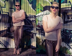 Ashleigh McCallum - St Frock Gilded Metallic Joggers, Jo Mercer Dita, French Connection Uk Woven Front Top, Oroton Scent Mesh Bag, Sportsgirl Mistress, House Of Bourgeois Boom Boom Pave Ring - Metallic Magic
