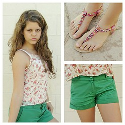 Emilia M. - For Us Sandals, Sfera Green Shorts, Shana Floral Shirt - We are all mad here