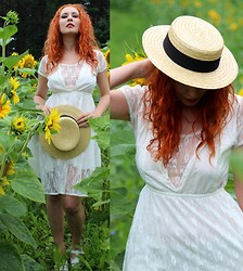 Senoel S - On The Flea, Flea Market, Stockholm Vintage Hat, Weekday Lace Dress, Vintage Shoes - Them berries and trees .