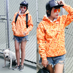 Priscila Diniz - Macaroni Hoodie, Shorts, Backpack, Slippers > Similar, Aviator Sunglasses, Leather Cap - Macaroni & Cheese