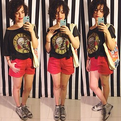 Pippi F. - Pull & Bear Tee, Fendissime Shorts (Vintage), Zara Sneakers - To the airport, please.