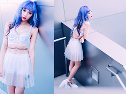 Essy Noir - Topshop Bralet, Creepy Yeha Clear Studded Waist Belt, Lip Service Clear Pleated Skirt - ホワイトアウト