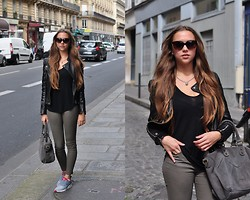 Jana Couture - Liebeskind Berlin Bag, Sence Copenhagen Necklace, Nike Sneakers, Zara Pants, Dolce & Gabbana Sunglasses - Paris Casual Style