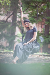 Isabel Aldén - Zara Hat, Zara Dress, Scorett Shoes - A Lonely Swing.