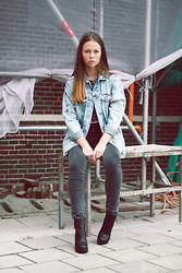 Mariska Van der Haven -  - Oversized denim