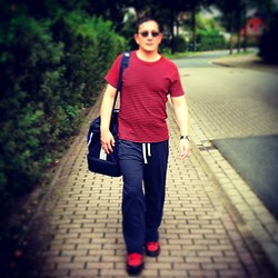 Oliver Rosenthal - Adidas Sports Bag, Rosenthal Fine Sewing Tshirt Dhur, Red/Dark Blue, H&M Shorts, Dockers Sneakers - Going to the gym without Jim
