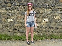 "Blandean Ree - Sheinside Crop Top ""Geek"", H&M Shorts, Vans, H&M Crown Flowers - Things I like to do : blog, eat, sleep."