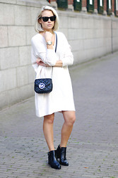 Lian G. - Frontrowshop Sweater, Michael Kors Bag, Invito Shoes - Sweater Dress