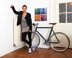Stella Miller - Stoked City Star It`S A Good Day To Have A Good Day, Nike Airmax, Peter Atkins Artbox Container Color, Schindelhauer Siefgried - IT`S A GOOD DAY TO HAVE A GOOD DAY