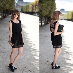 Marie Gm instagram @intoyourcloset - Brandy Melville Usa Dress, Nike Sneakers, Chanel Bag - YOU HAVE MY BACK
