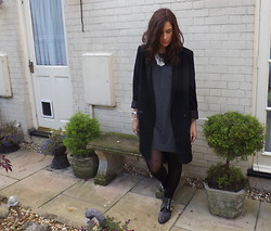Charlotte Smith - H&M Necklace, Monki Blazer - College Chuck On