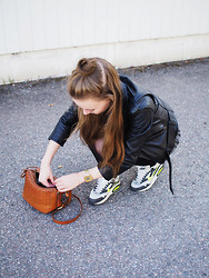 Ida 365 - Nike Airmax, & Other Stories Leather Bag - AIRMAX