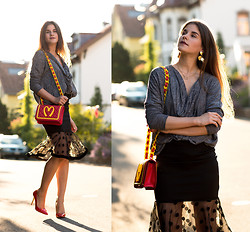 Michèle Krüsi - Top, Arrogant Cat Skirt, Zara Pumps, Moschino Bag, Ginette Ny Necklace - Fast Food Mood