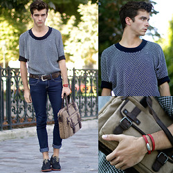 "Matthias C. - Clarks Bag, Antonio Ben Chimol ""Politician"" Bracelet, Shoes, Jeans - ""Io"""
