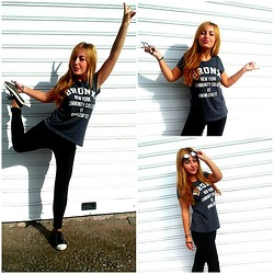 Maria Pasiali - Bershka Bronx Ny Top, Zara Black Leggins, Ray Ban Sunglasses - Sport look always comfortable