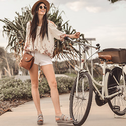 Elle-May Leckenby - Lamixx Lounge White Cotton Shorts, Melissa Style Rubber Clog, Lamixx Slouchy Cut Out Paisley Print Top - Cruiser