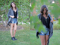 Alexis Kelly - Asos Black Leather Boots, Lucky Brand Layered Necklace - Black Fringe.