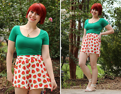 Jamie Rose - Forever 21 Green Crop Top, Boohoo Strawberry Print Shorts, Boohoo White Sandals - Strawberries