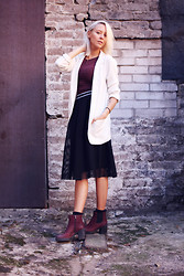 Martina M. - Gina Tricot Skirt, Vagabond Boots, Bikbok Blazer, Weekday Top - Last Weekend.