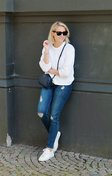 Lian G. - Acne Studios Sweater, H&M Jeans, Michael Kors Sneakers - Weekend Outfit