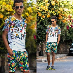 Youssef Sâw - Bershka T Shirts, Ray Ban Eyewear, Zara Shorts, Nike Sneakers - Live is flowers
