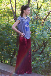 Jovana Zuka - Pull & Bear Nasa Tee, Mila Kadriu Sequin Pants - Mermaid Pants
