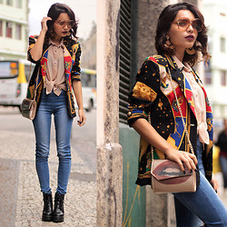 Alana Ruas - Milanoo Lips Bag, Vintage Shop Rio Zodiac Blazer, Amandhí Earrings - All ruled by the sun