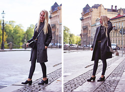 Nathalie R - Rut&Circle Jacket, Bikbok Jeans - Walking around