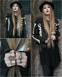 Mona&Linda Pedersen - Unif Jacket, Bjorg Jewellery Ring, Crazy Pig Designs Ring, The Great Frog Ring - Dead is the new alive