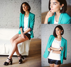 Irina Fedorova - Lindex Earrings, H&M Ring, Zara Blazer, H&M Leather Shorts, Pull & Bear Heeled Sandals, Swatch Watch - Interview