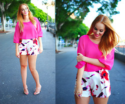 Nery Hdez - Aftershock London Blouse, Vessos Shorts, Blackfive Ring, Zara Sandals, Black Five Ring - Pink Charm