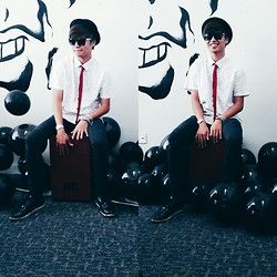 Haha Hariz - Black Bowler Hat, Printed Shirt (Branches), Messy Red Tie, Black Skinny Jeans - Party