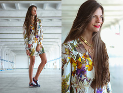 Olga Peterson - Zara Dress, Nike Sneakers, H&M Necklace - Flowerpower