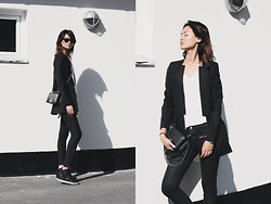 Miu N - 2nd Day Blazer, H&M Tshirt, Chanel Bag, Gina Tricot Pants, Nike Sneakers, Ray Ban Sunglasses - I'd Buy It If It Was In Black