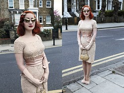 Roberta D. - Tom Ford Shades, Beyond Retro Lace Dress, Leather Gloves, Topshop Heels - Albion