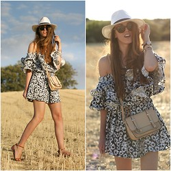 Talía Cardeña - Chic Wish Dress, Primark Hat, Primark Bag - Daisies dress