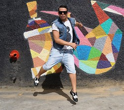 DIEGO GiL - Balu Sunglasses, Zara Tshirt, Bsk Pants, Vintage Store Shoes - STREET, BUT NOT ORDINARY