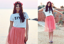 Reneta Kanevska - Miss Selfridge Top, Topshop Skirt - Catching the right moment..