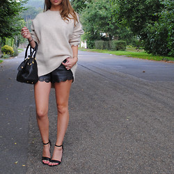 Lauren Wilson - Zara Jumper, Topshop Shorts, Missguided Heels, Mulberry Bag - Come at me Autumn