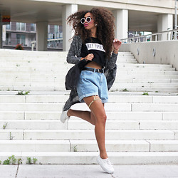 Larissa B. - H&M Platform Trainers, Chicnova Oversized Roll Up Denim Shorts, Daily Paper Text Crop Top Tee, Primark Long Grey Maxi Cardigan, Primark Oversize Round Sunnies, Diy Leg Chain Jewelry - Daily Paper