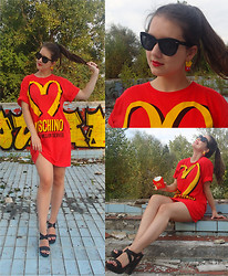 Patricia C. - Moschino T Shirt/Dress - I'm lovin' it