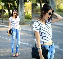Glena Martins - Youcom Top Cropped, Youcom Destroyed Jeans, Youcom Bag, My Shoes Itu Scarpin, Elephant Bracelet, Zerouv Sunnies - YOUCOM