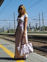 Valeria Arizzi - Extè T Shirt, Miss Maxi Skirt, Roberto Cavalli Watch, Tory Burch Bag, Keys Oxfor Shoes - Travelling in style - Part 1