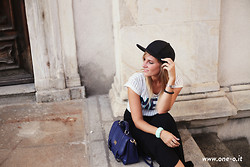 Cristina Siccardi - Tiffany & Co. Bracelet, Gojane Black Maxi Skirt, Etsy Stripes Crop Top, Gojane Black Baseball Hat, Asos Blue Postman Bag, Bershka White Ballerinas - Messy Girl